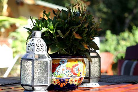 outdoor table centerpieces emerald iguana inn scenery styleat30