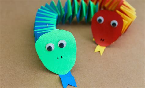 crafts that are easy to make easy craft how to make paper accordion snakes