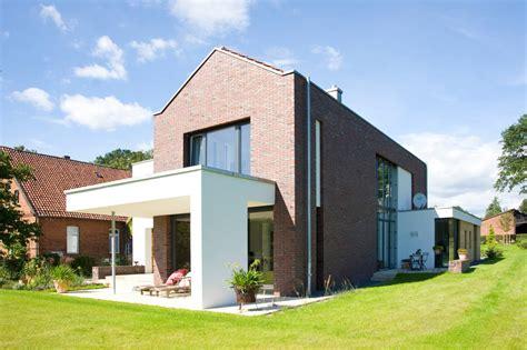 Sichtschutz Längliches Fenster by Ein Au 223 Ergew 246 Hnliches Haus Das Zum Tr 228 Umen Verleitet