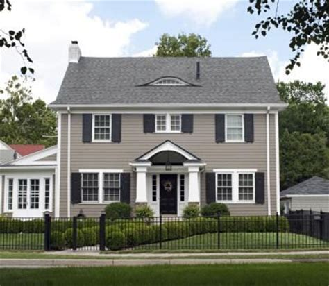 colors that look with grey one way to tie in your exterior walls with a grey roof is