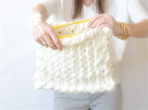the big knit patterns yarn quot plush knit bag quot pattern in a stitch
