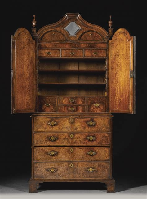 Küchen Modern 1720 by A George I Walnut And Featherbanded Secretaire Cabinet