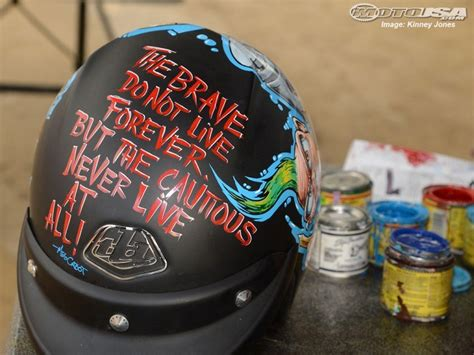 spray paint motorcycle helmet how to paint a motorcycle helmet 171 pickmyhelmet