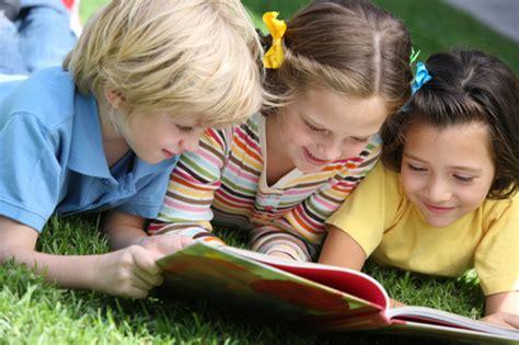 picture of children reading books what makes a book for school a to z