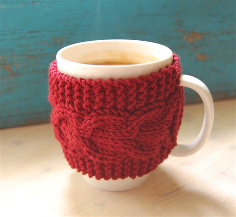 knitted cup cozy pattern knit coffee mug cozy with cable pattern knitted by
