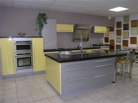 quelle couleur de mur pour une cuisine avec des meubles jaunes