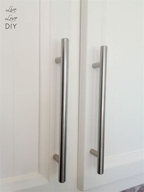 spray painting kitchen cabinet hardware livelovediy how to paint kitchen cabinets in 10 easy steps