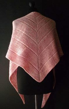 knitting shawls for beginners 1000 images about knitting shawls wraps on