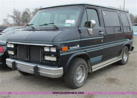 car repair manuals download 1993 gmc vandura 2500 free book repair manuals service manual 1993 gmc vandura 2500 control panel remove 1993 gmc 2500 cab chassis