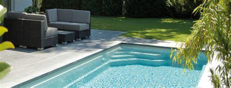 piscine rectangulaire avec escalier d angle banquette briliant
