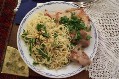 grillade de porc aux pates a l ail et aux pignons recette