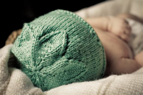 how to knit flowers for baby hat flower hat baby cakes by cupcakes knitting