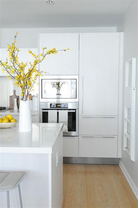 canas para islas de cocina blanco y gris sencillez y elegancia