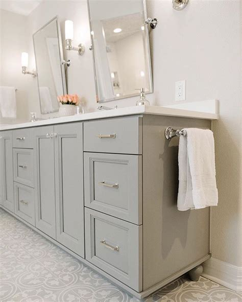 Bathroom Cabinet Paint Ideas by Best 25 Gray Bathroom Vanities Ideas On