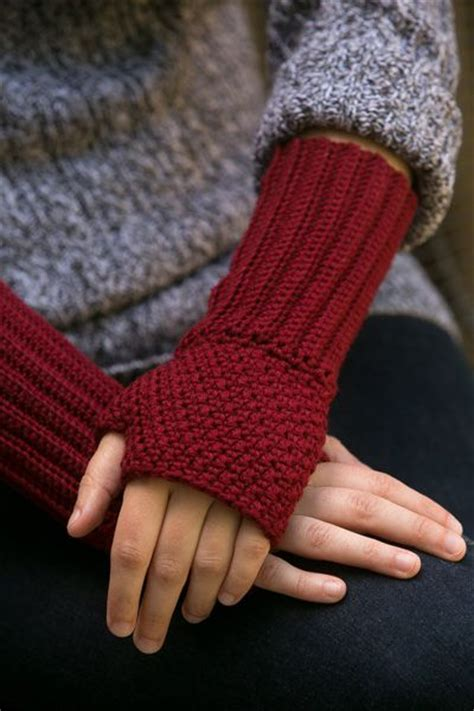 wrist warmers free knitting pattern best 25 crochet wrist warmers ideas on