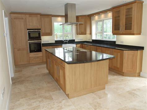 light oak kitchen best 25 oak cabinet kitchen ideas on oak