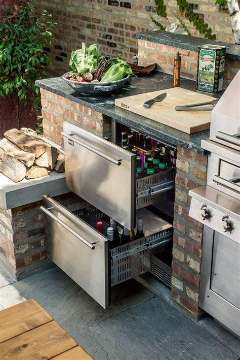 design an outdoor kitchen 25 best ideas about outdoor kitchens on