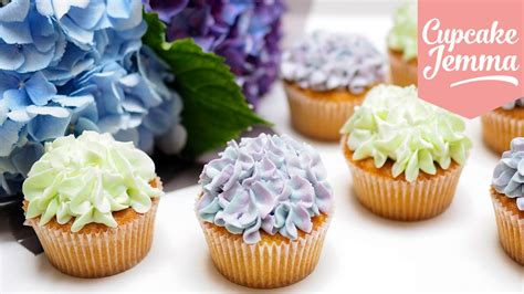 cupcakes decoration hydrangea cupcake decoration tips techniques cupcake