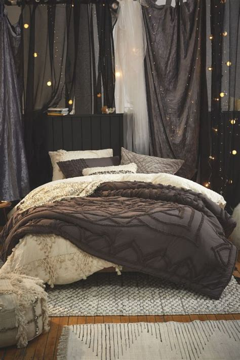 cozy bedroom decor 25 best ideas about fall bedroom on fall