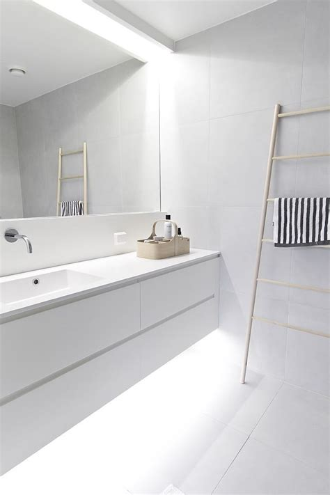 white modern bathroom best 25 modern bathroom lighting ideas on