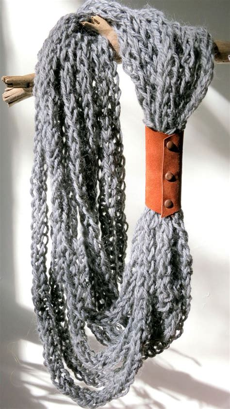 knitted necklace 25 best ideas about knitted necklace on