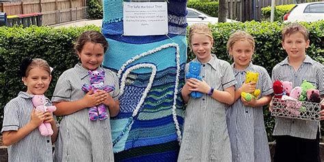 knitting for refugees wooloowin students knitting for refugees the