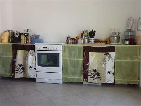des portes en tissu pour les placards de la cuisine le de la construction de daniel