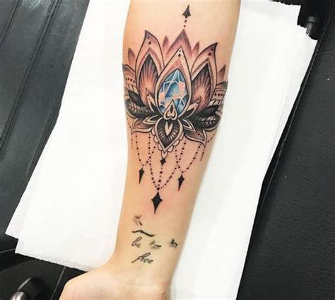 lotus tattoos 24 ideen mit bedeutung