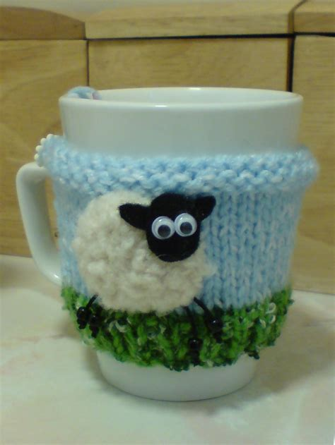knitted mug hugs free pattern 17 best images about εργασίες που θέλω να κάνω on