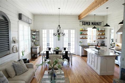 chip and joanna farmhouse chip and joanna gaines quot fixer quot farmhouse