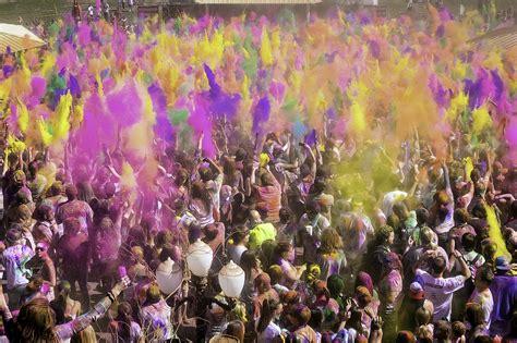 festival usa file holi festival usa 2013 jpg wikimedia commons