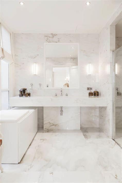 les 25 meilleures id 233 es de la cat 233 gorie salles de bains en marbre sur en
