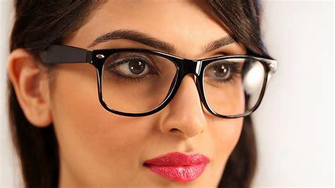 With Glasses Desinema