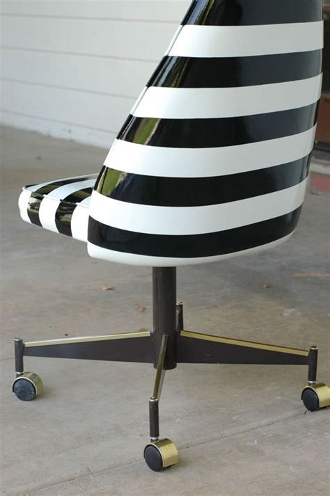 Spray Paint Vinyl Chair Projects