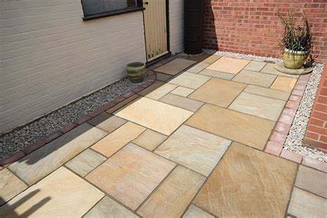 small garden paving ideas creating interest in small outdoor spaces
