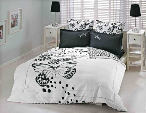white and black bed set high contrast bedroom decorating with modern bedding sets