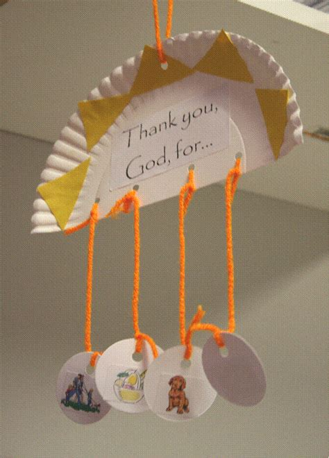 paper hanging crafts hanging paper plate to show different things we thank god