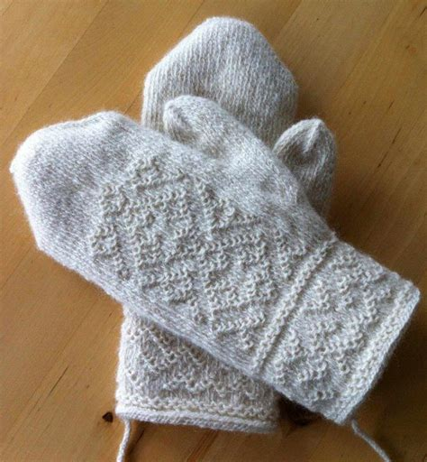 knit mittens lappone white mittens traditional twined knitting