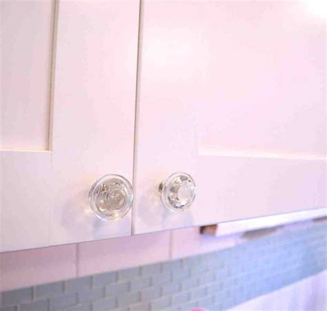 white knobs for kitchen cabinets white kitchen cabinets with glass knobs quicua