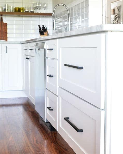 classic kitchen cabinet knobs shaker kitchen cabinet best 25 kitchen cabinet hardware ideas on