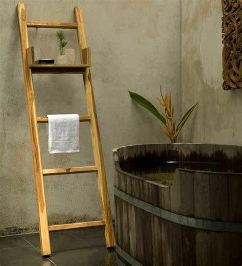 japanische badezimmermöbel handtuchleiter holz 35 reizende badezimmer im landhausstil