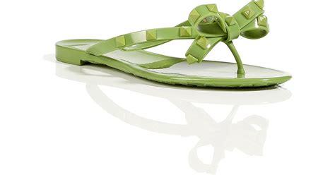 apple rubber st valentino pop apple rubber rockstud flip flops in green lyst