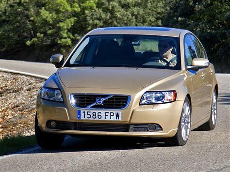 Volvo S 30 by сравнение Volvo C30 и Volvo S40