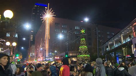seattle tree lighting seattle tree lighting draws large crowds and protests komo