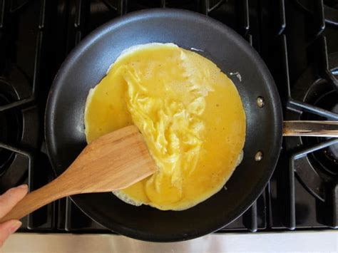 how to make scrabbled eggs how to make fluffy moist scrambled eggs recipe tutorial