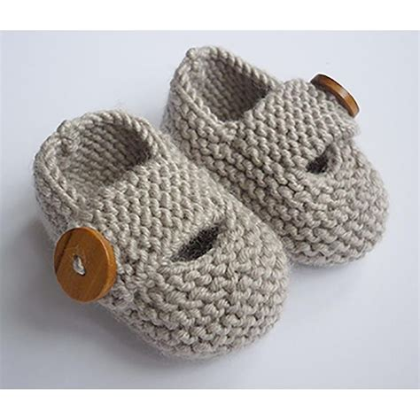 knit baby shoes best 25 knit baby shoes ideas on knitted baby