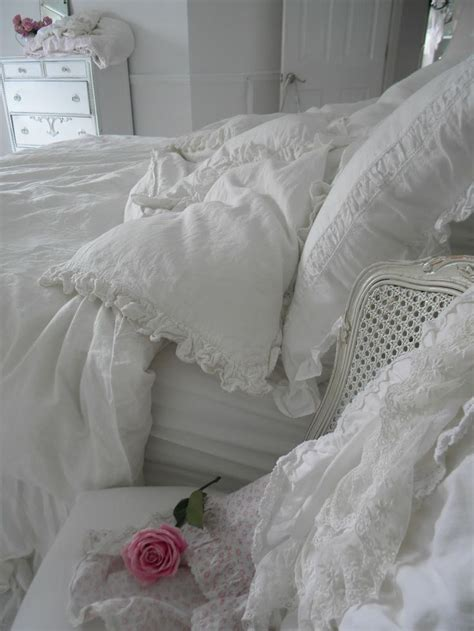 shabby chic bedroom design 33 sweet shabby chic bedroom d 233 cor ideas digsdigs