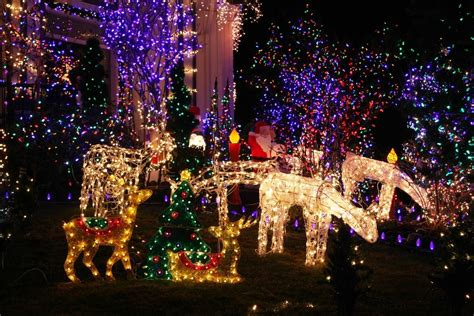 lights in gatlinburg why are 80 000 visitors coming to gatlinburg in december