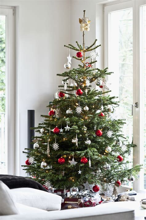 real tree decorations tips for decorating your tree popsugar home