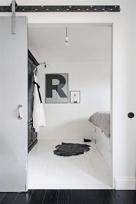 puerta granero zona sur suelo de madera negra blog tienda decoraci 243 n estilo